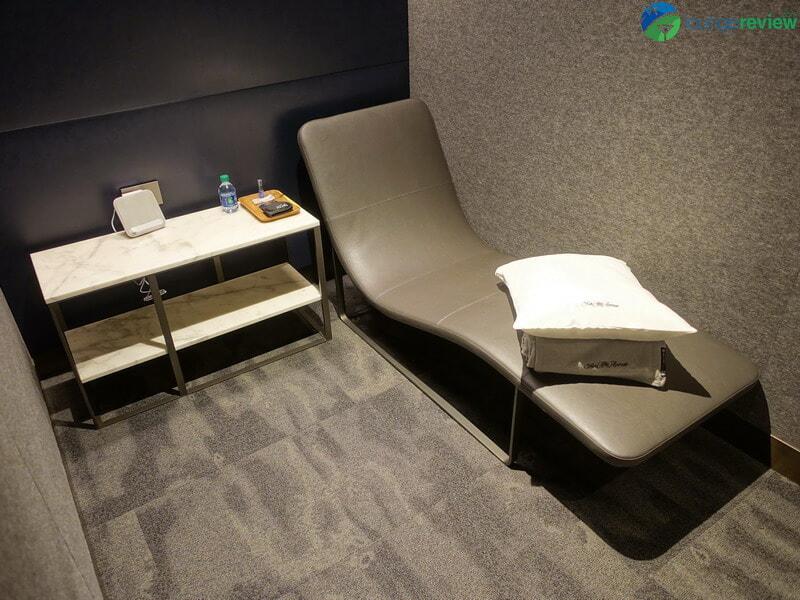 United Polaris Lounge Newark sleeping room