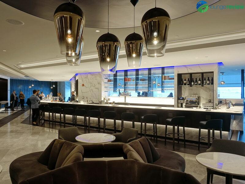 United Polaris Lounge Newark bar