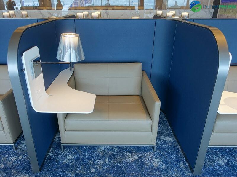 United Polaris Lounge Newark individual workstation
