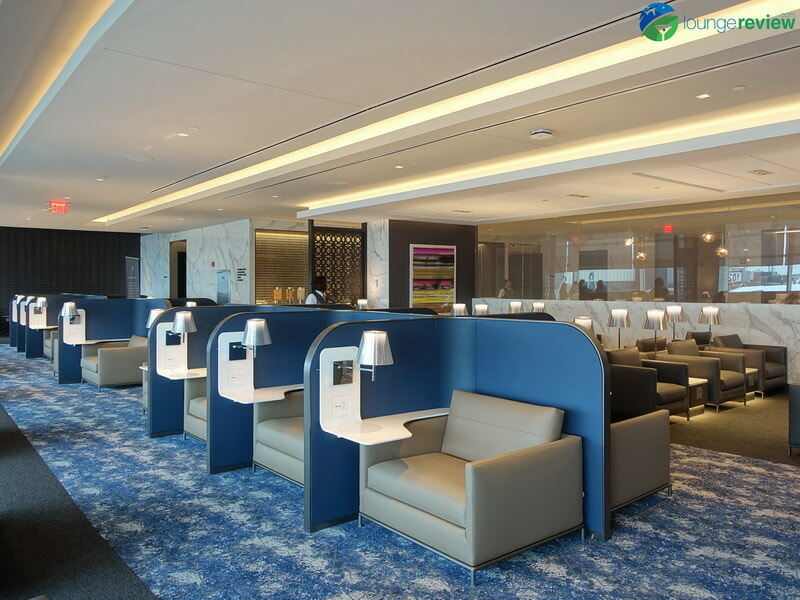 United Polaris Lounge Newark workstations