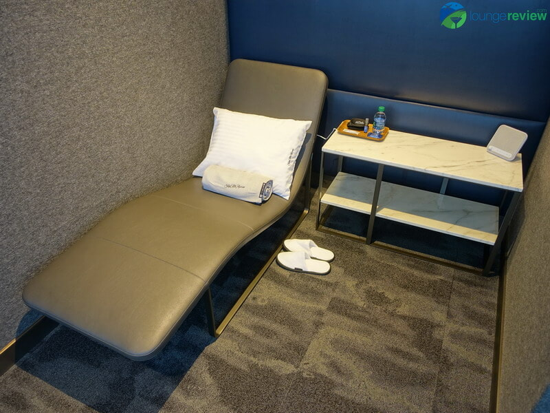 United Polaris Lounge Houston quiet suite