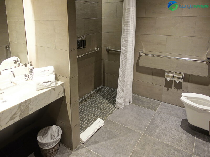United Polaris Lounge Houston shower suite