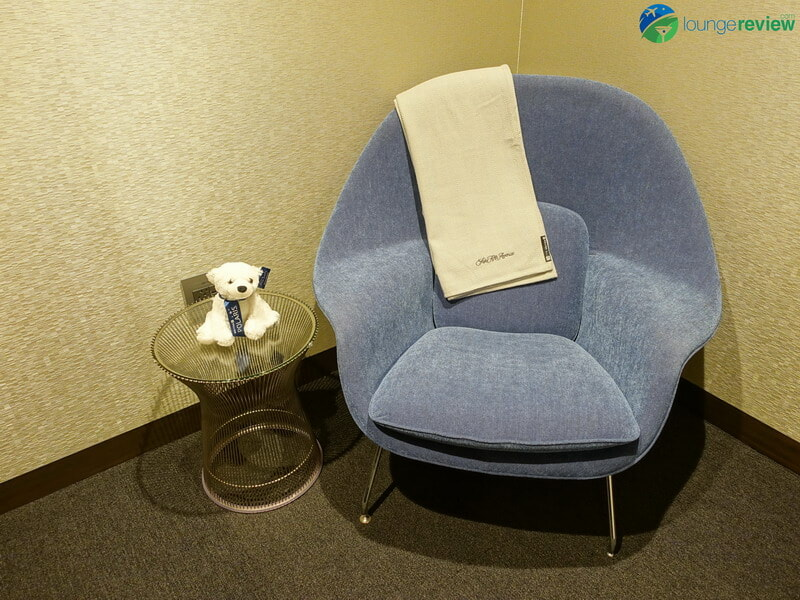 United Polaris Lounge wellness room