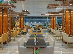 20000 DXB emirates lounge dxb c8 01718