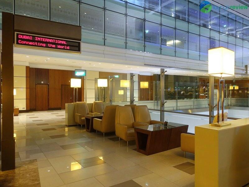 3815 DXB emirates business class lounge dxb concourse a 01903