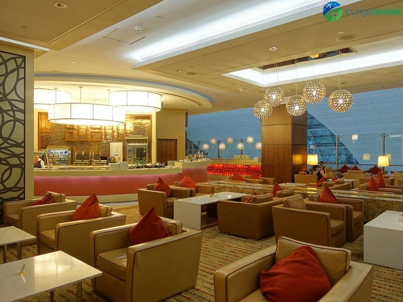 3815 DXB emirates business class lounge dxb concourse a 01910