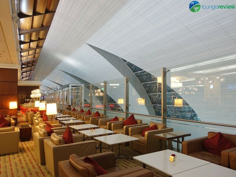 3815 DXB emirates business class lounge dxb concourse a 01917