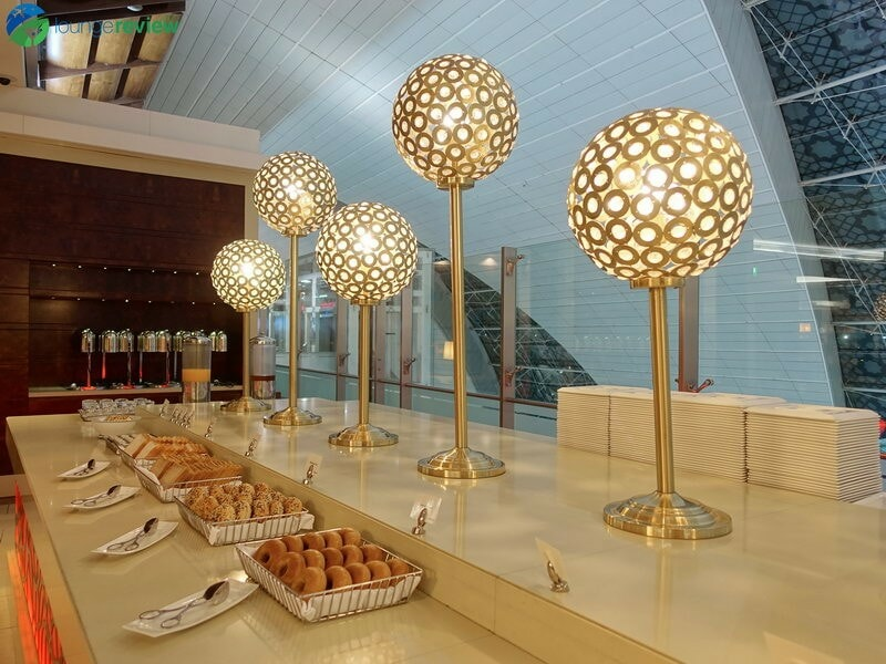 3815 DXB emirates business class lounge dxb concourse a 01920