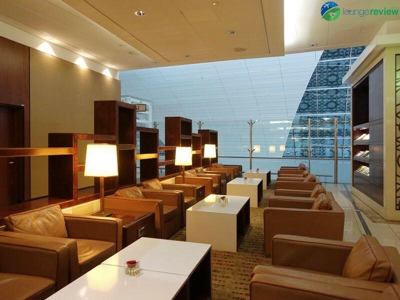3815 DXB emirates business class lounge dxb concourse a 01923