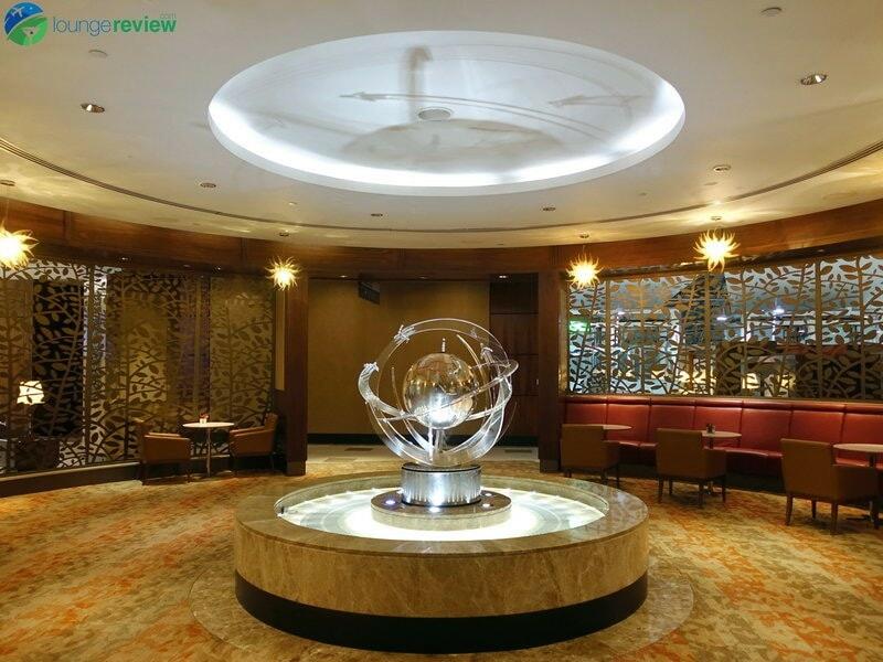 3815 DXB emirates business class lounge dxb concourse a 01935