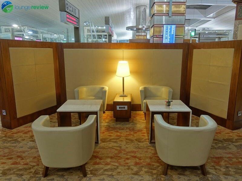 3815 DXB emirates business class lounge dxb concourse a 01944