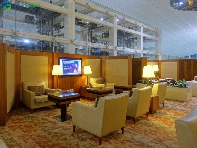 3815 DXB emirates business class lounge dxb concourse a 01950
