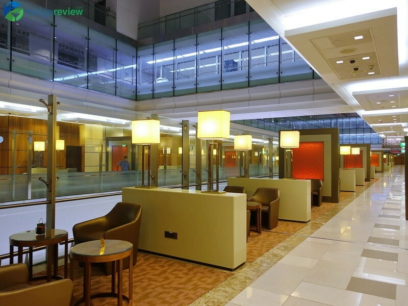 3815 DXB emirates business class lounge dxb concourse a 01959