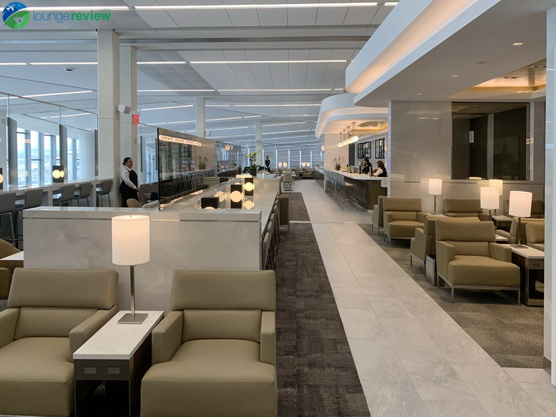 FIRST LOOK: Spacious and airy, the new United Club New York LaGuardia | LoungeReview.com