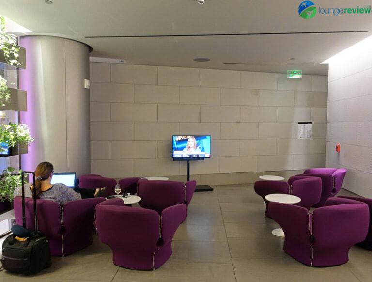 DOH qatar airways business class lounge doh 05020 768x582