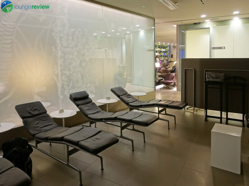 Qatar Airways Business Class Lounge - Doha (DOH)