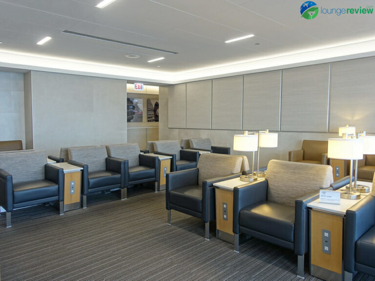 ORD american airlines flagship lounge ord 04244 768x576
