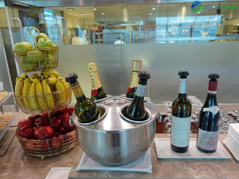 DXB emirates business class lounge dxb concourse b 08319 768x576
