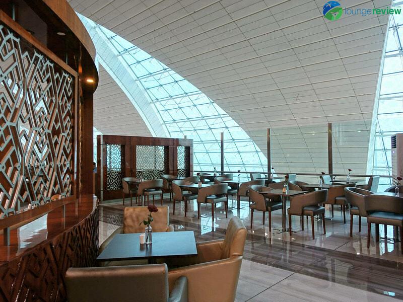 DXB emirates business class lounge dxb concourse b 08343 800x600