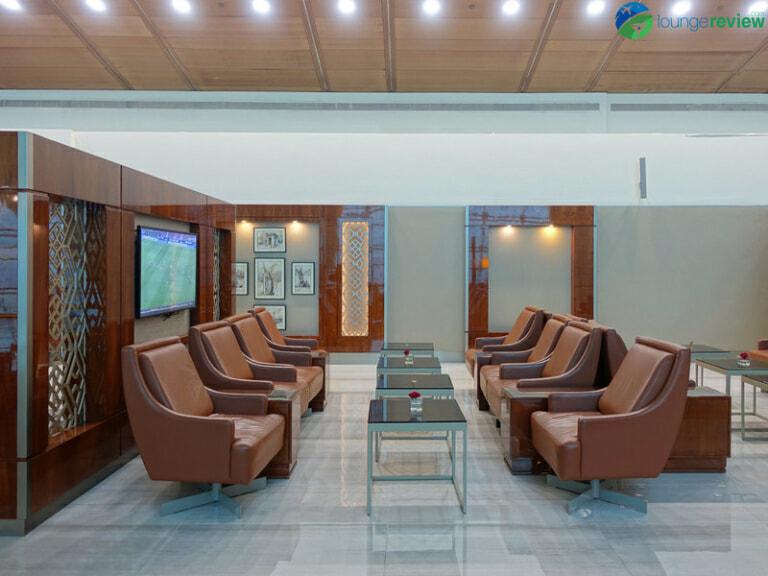 DXB emirates business class lounge dxb concourse b 08397 768x576