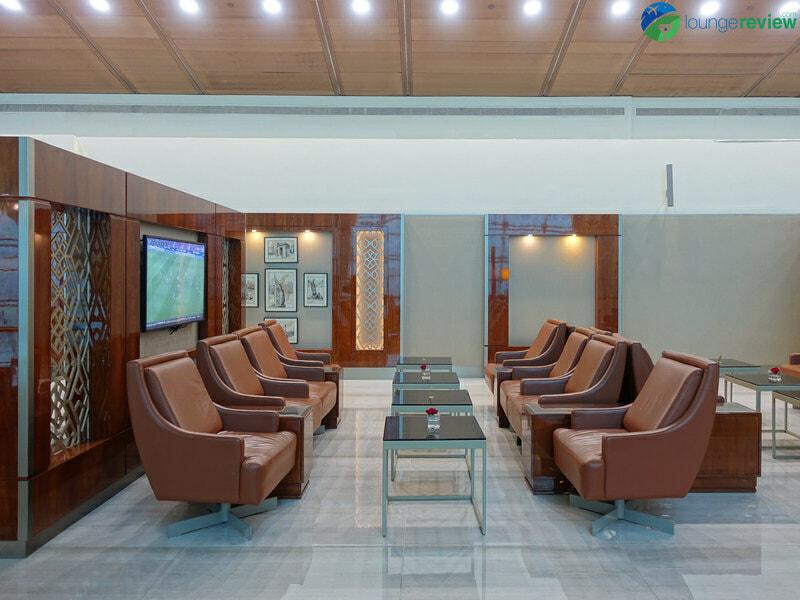 DXB emirates business class lounge dxb concourse b 08397 800x600