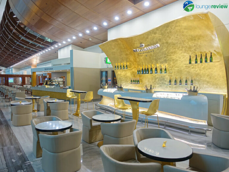 DXB emirates business class lounge dxb concourse b 08423 768x576
