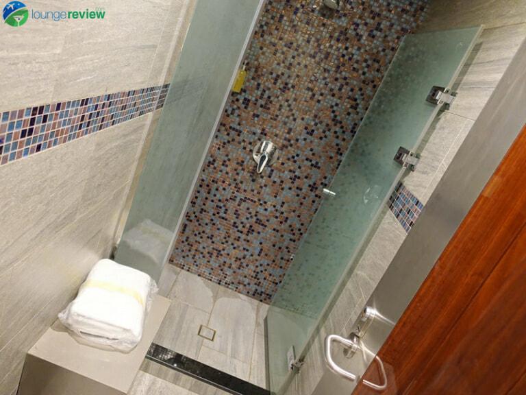 DXB emirates business class lounge dxb concourse b 08447 768x576