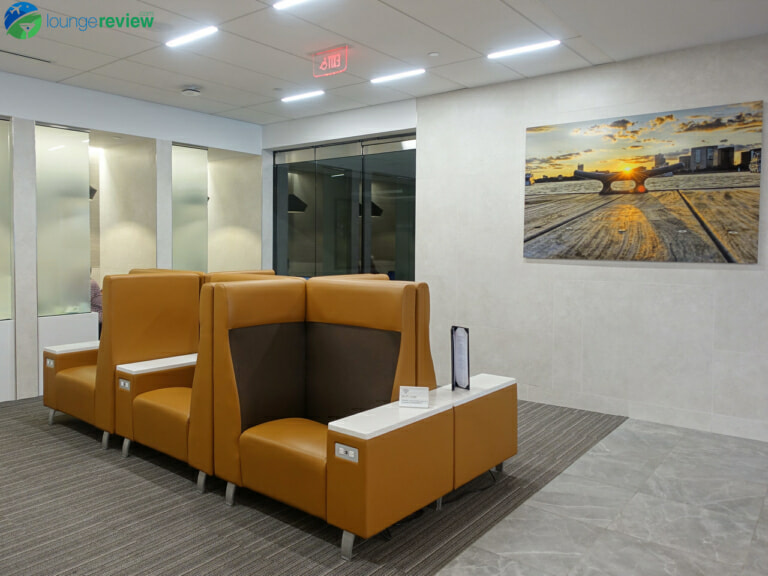 BOS american airlines admirals club bos 06977 768x576