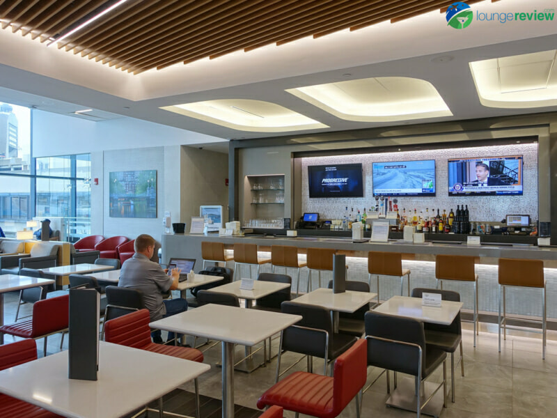 BOS american airlines admirals club bos 06987 800x600