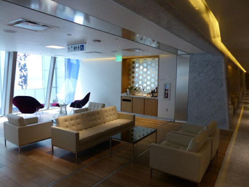 LAX oneworld first class lounge lax 7555 800x600