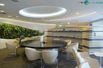 Communal table at SkyTeam Lounge London Heathrow