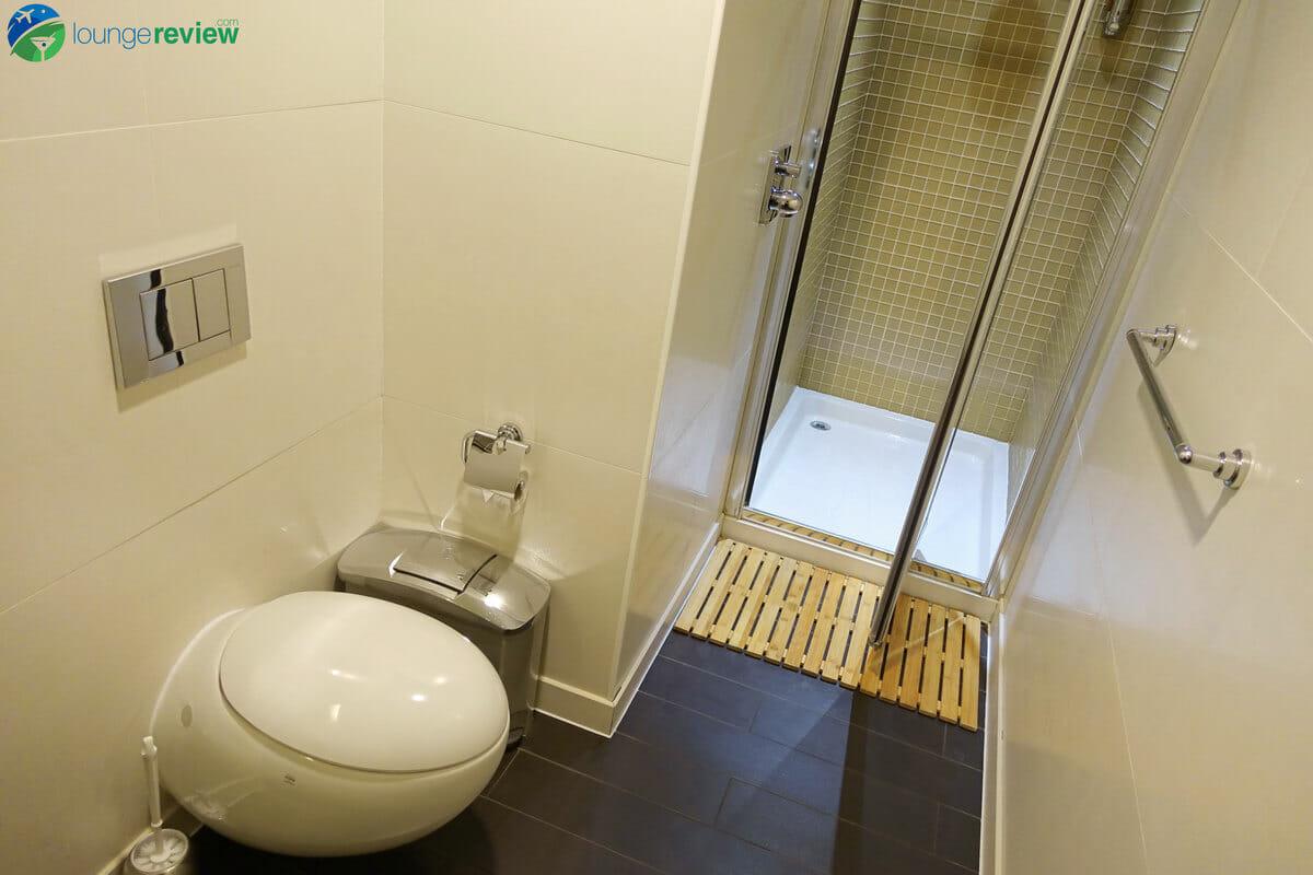 Shower suites at SkyTeam Lounge London Heathrow