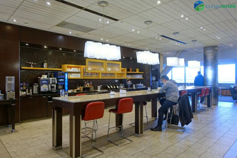 YYZ air canada maple leaf lounge yyz domestic 07817 768x512