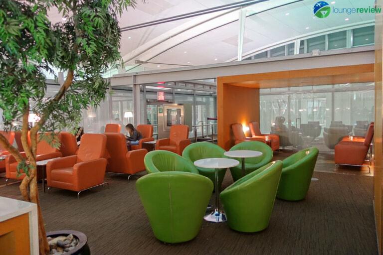 YYZ air canada maple leaf lounge yyz international terminal 07977 768x512
