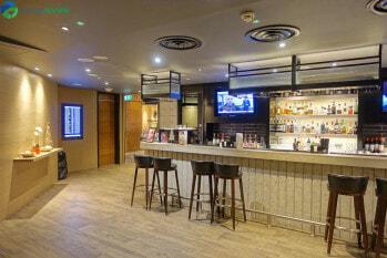 Plaza Premium Lounge London Heathrow Terminal 4 bar area